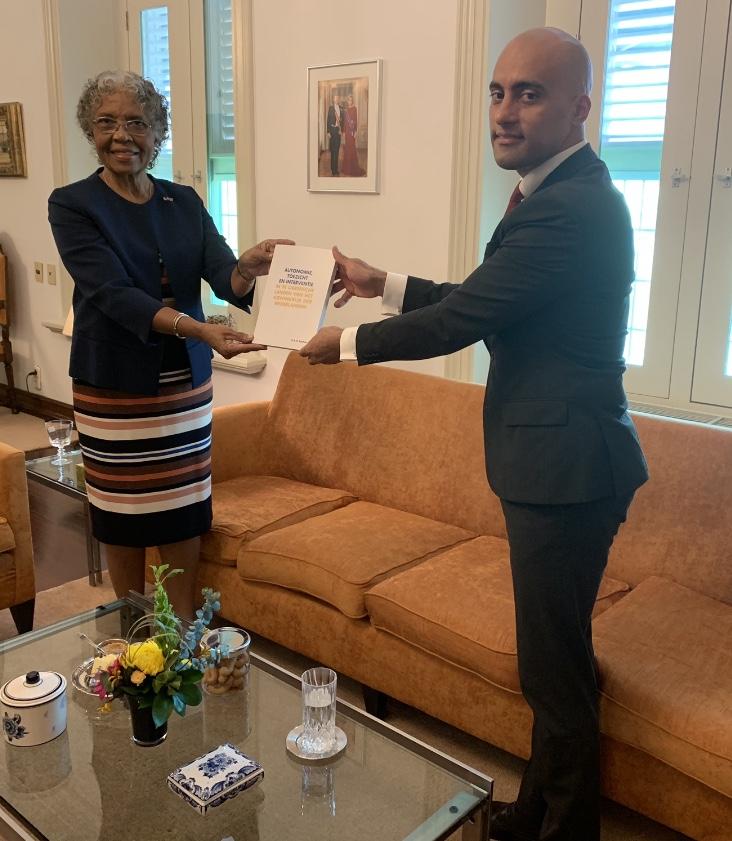 Gouverneur van Curaçao, H.E. Lucille George-Wout en de heer Aubrich Bakhuis