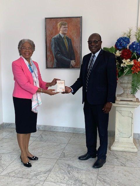 De Gouverneur van Curaçao, H.E. Lucille George-Wout en de heer Shurman R. Kook