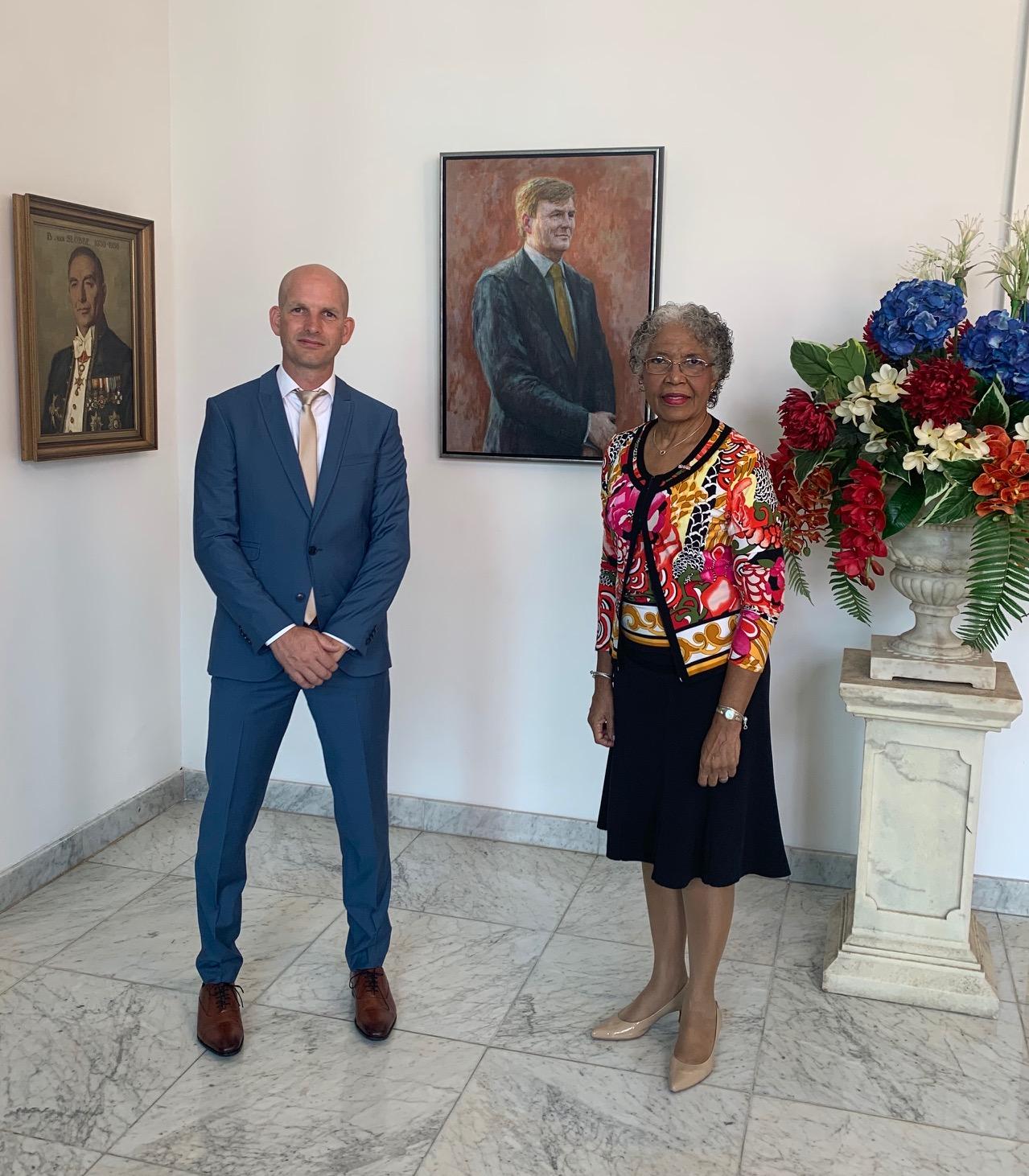 mr. M.R.J. van Wel en de Gouverneur van Curaçao, H.E. Lucille George-Wout