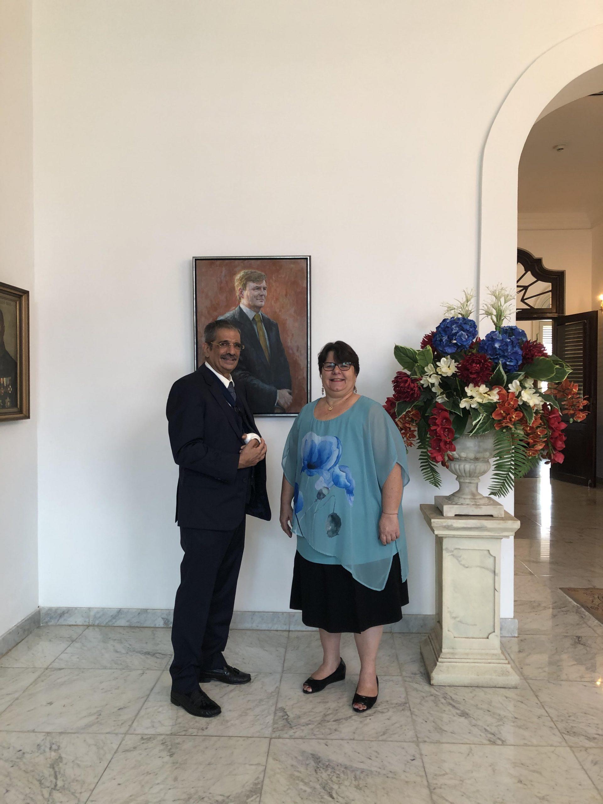Op de foto: De waarnemend Gouverneur van Curaçao, H.E. Michèle Russel-Capriles en de heer Shaheen Elhage.